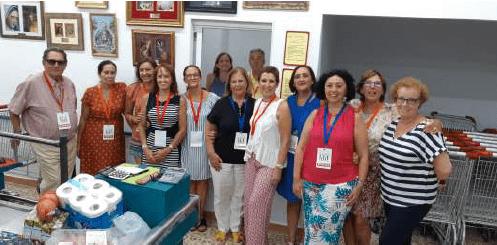 Voluntarios en el economato de la Fundación Corinto.